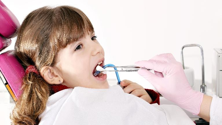 Pediatric Dentist Metairie LA | A girl gets her teeth cleaned