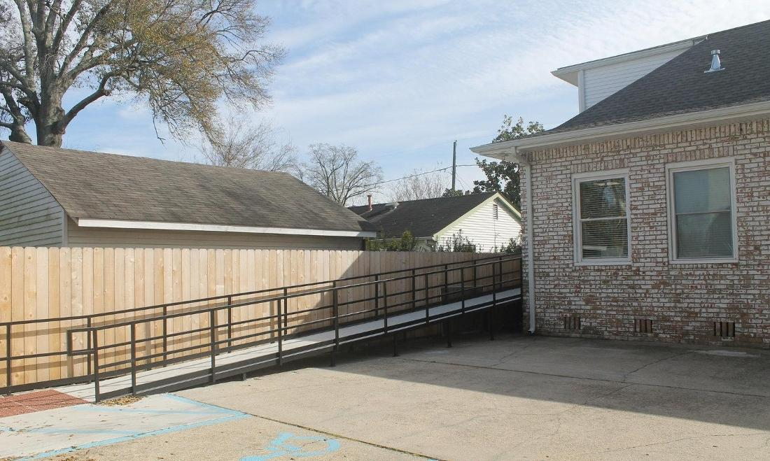 external ramp to Oak Family Dental | dentist metairie la